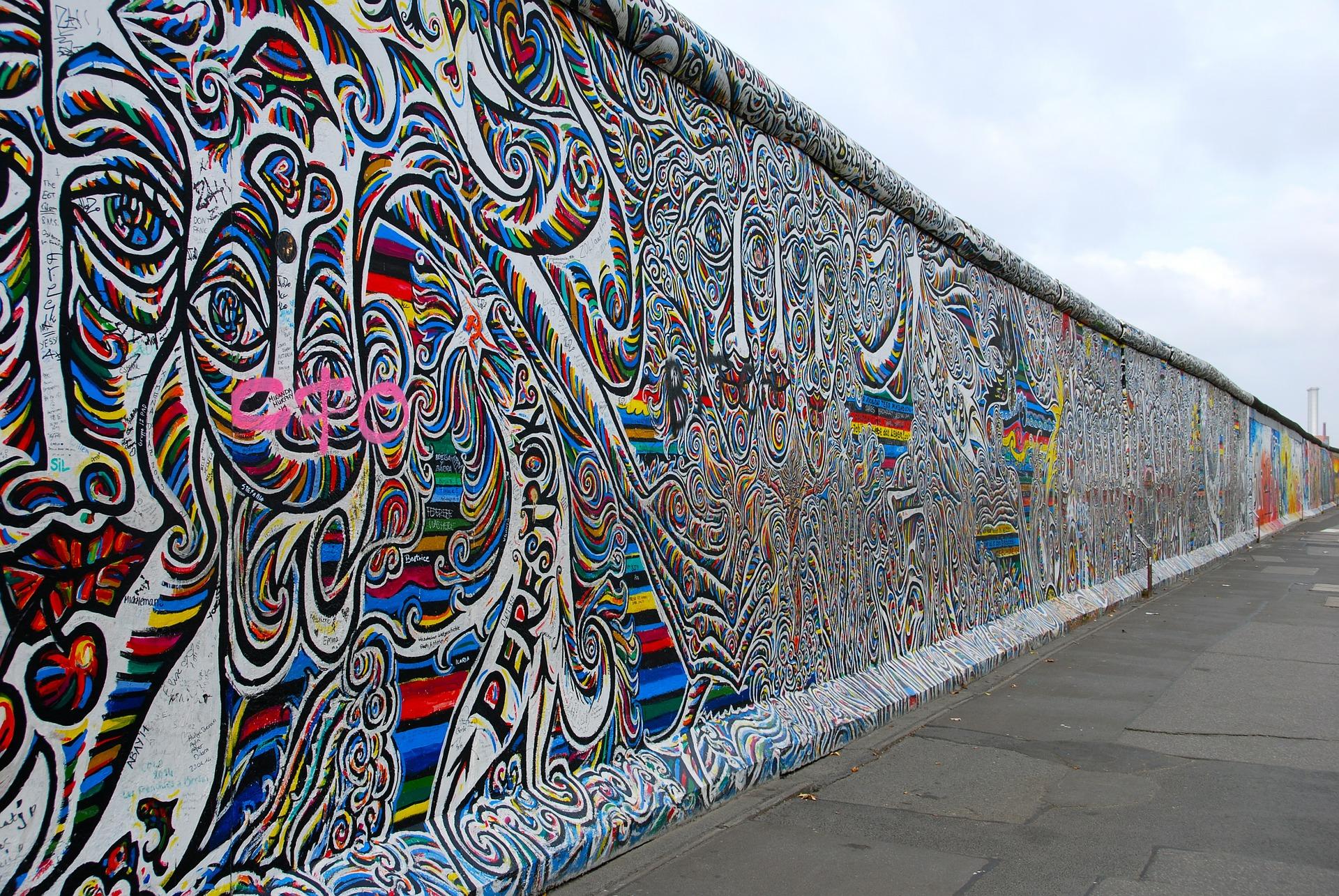 berlin-wall-526521_1920